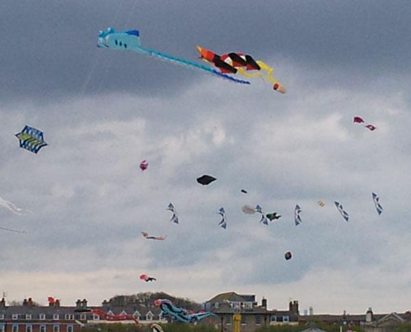 Synchronised Kites